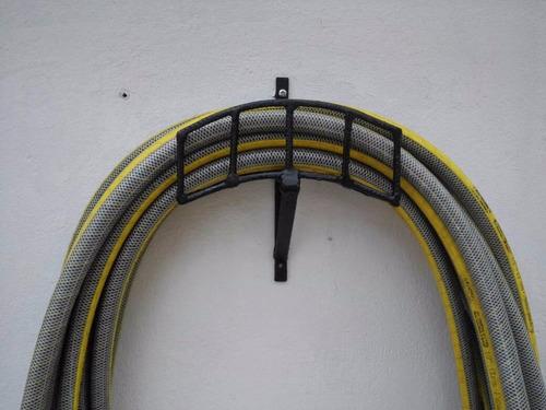 base o soporte para mangueras de jardín color negro