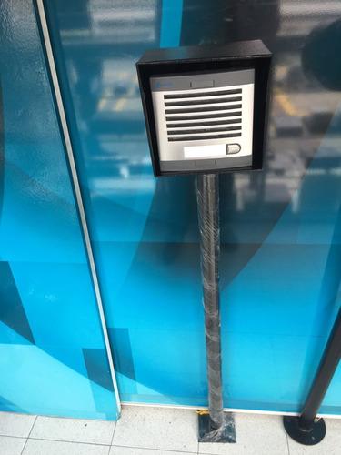 base para citofono entrada vehicular