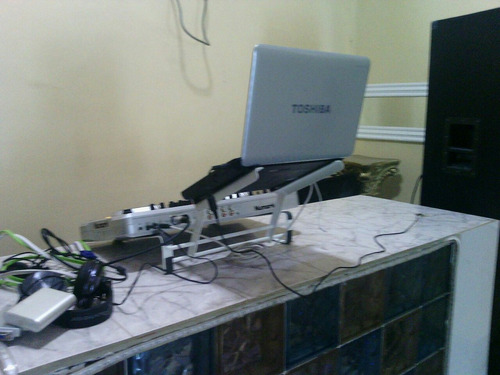 base para laptop y equipos electronicos de djs