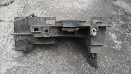 base p/bateria dodge caravan 2001 usada