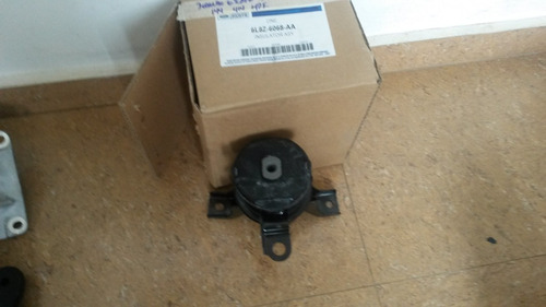 base soporte derecha motor ford escape 180$ - original