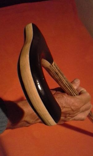 bastones muy resistentes de madera de macana.