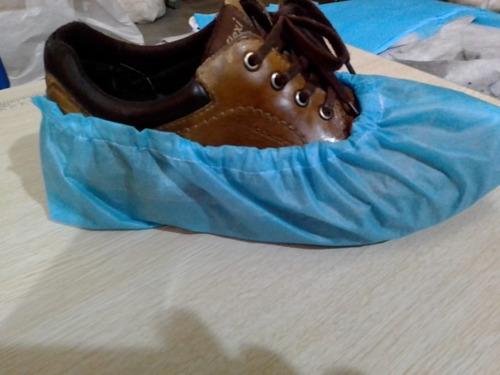 bata quirúrgica y cubre zapatos