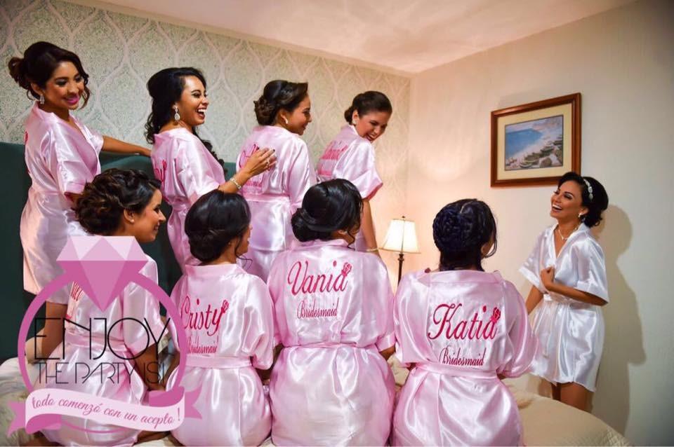 Batas De Novia Y Amigas., Batas Bride. Bride To Be - $ 350.00 en ...