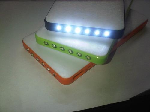 bateria de respaldo con linterna led y dos puertos de carga