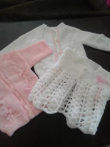 batitas tejidas  a mano para  bebes en lana o en hilo