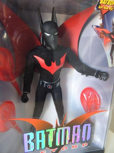 batman beyond - hasbro - roupa tecido - 26 cm- serie animada