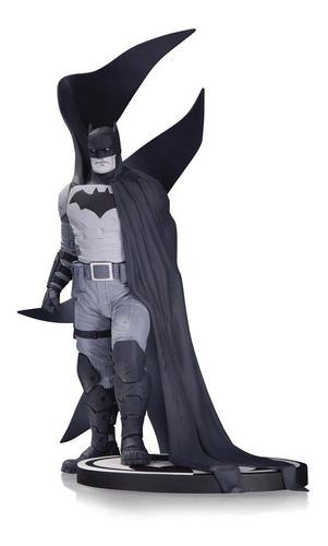 batman black and white estatua albuquerque robot negro