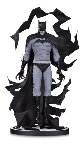 batman black and white estatua becky cloonan robot negro