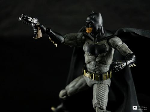 batman mafex batman vs supeman medicon en stock