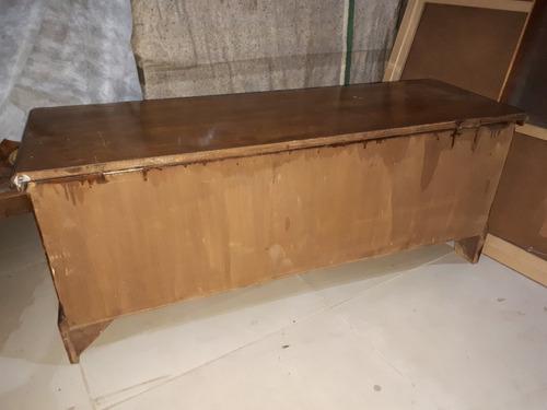 baú antigo tipo arca em madeira trabalhada