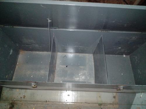 baú de metal para ferramentas