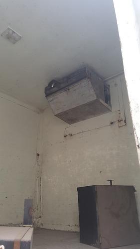 bau refrigerado com divisória e porta lateral