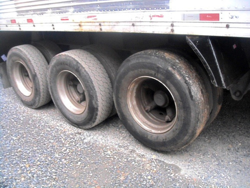 baú seco randon 15,40 m. 2008 sem pneus