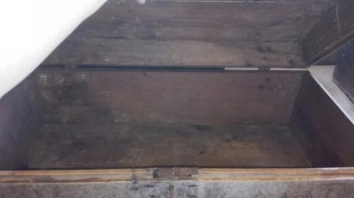 baul antiguo de madera con llave funcionando