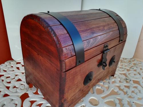 baúl cofre de madera rustico