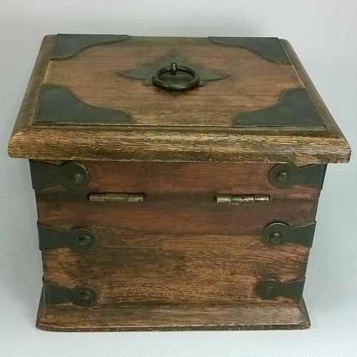 baul de madera de mesa