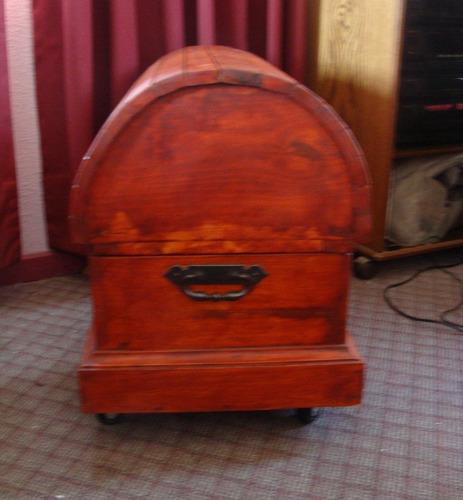 baul estilo vintage- gran tamaño - con ruedas-73x45x52 cms