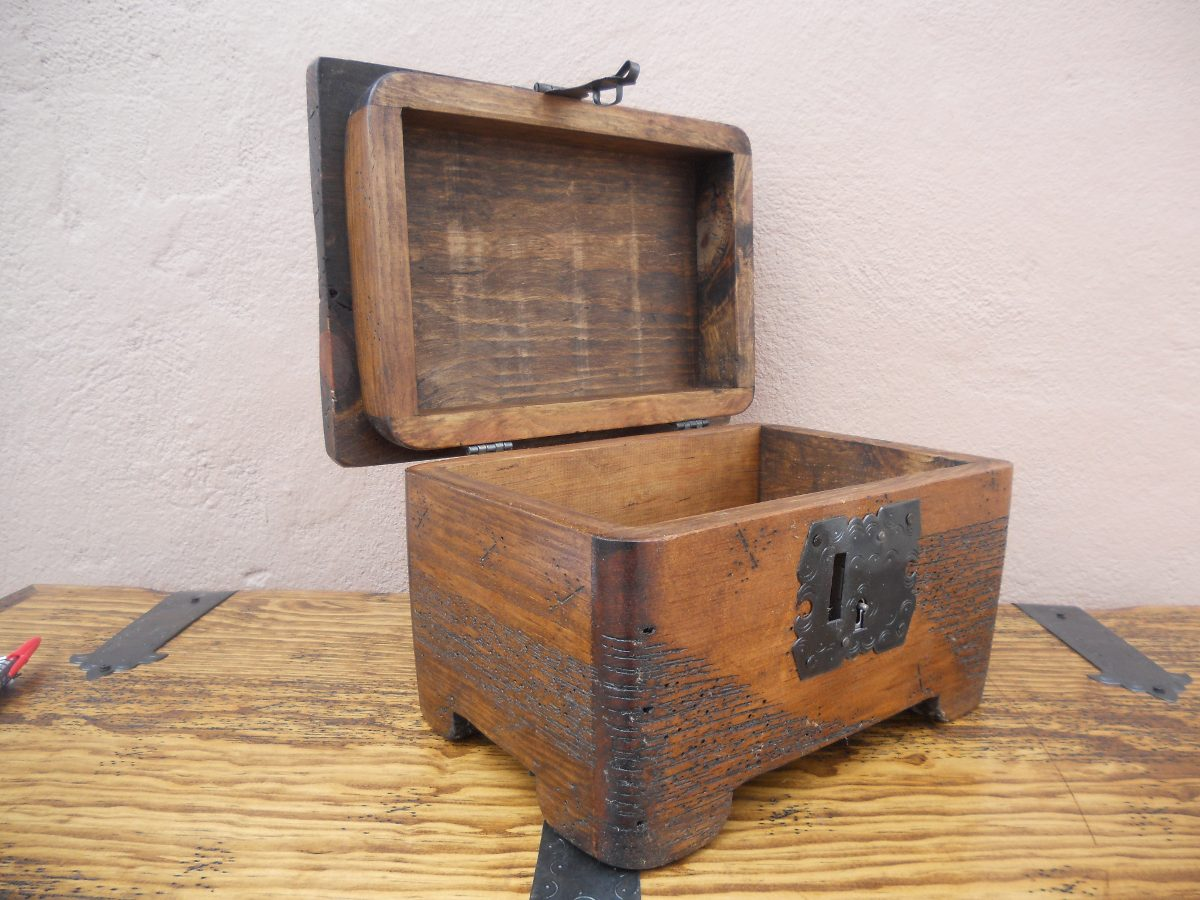 Ba l r stico costurero de hongo madera de pino apolillada - Baules de madera baratos ...