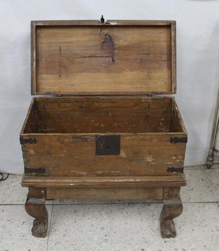 baúl rustico, de principios de siglo xx en madera