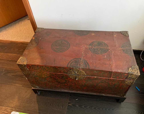 baúl tibetano del siglo 17