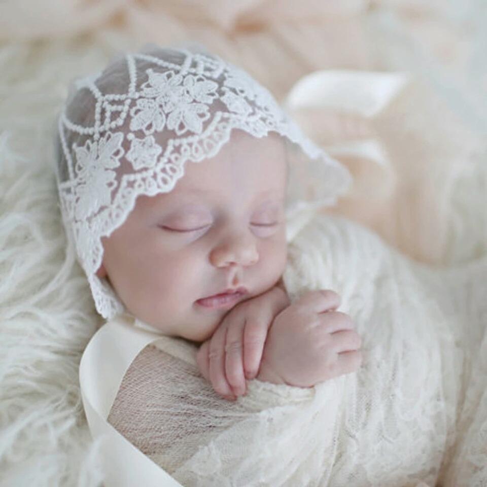 Resultado de imagen de bebe gorro bautizo
