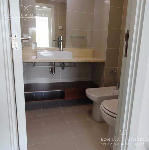 be punta, excelente unidad de 2 dormitorios, 2 baños, totalmente equipado!