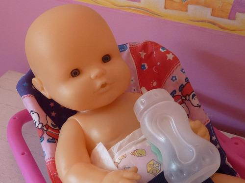 bebote de goma 39cmts., hace pis, con mamadera y bebesit
