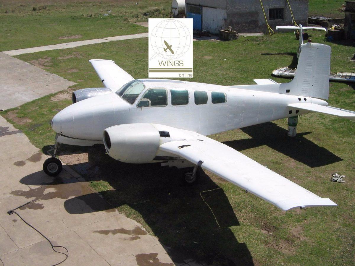 Beechcraft D-50 Twin Bonanza -...