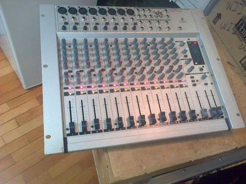 behringer mx2004a eurorack mixer
