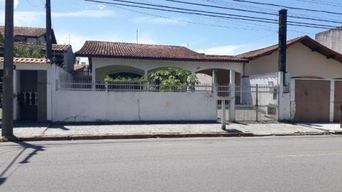 bela casa no bairro jd. ribamar, em peruíbe, ref. c0687 l c