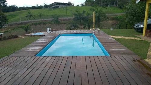 bela chácara com 16000 m², possui 3 quartos e piscina!