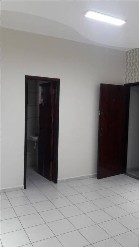 bela sala com sanca e papel de parede no edifício project center - sa0079
