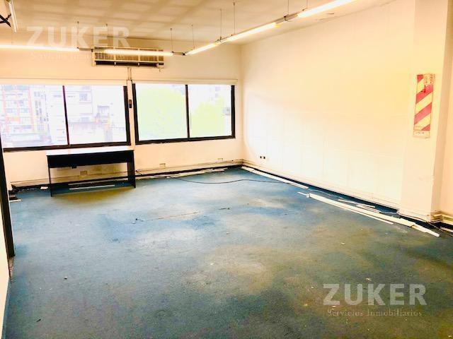 belgrano oficina alquiler 300 m cubiertos frente y contrafrente en block sobre av.  cabildo