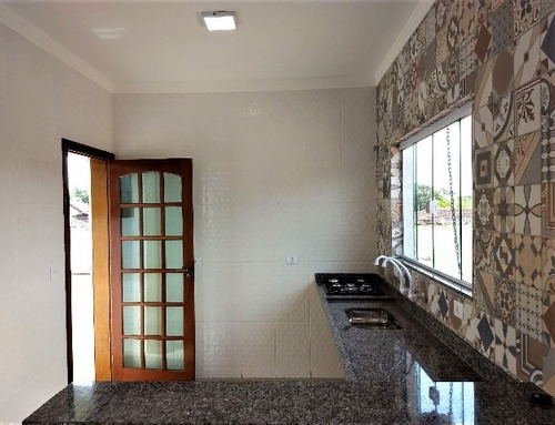 belíssima casa em itanhaém, com piscina e 2 dormitórios!!!