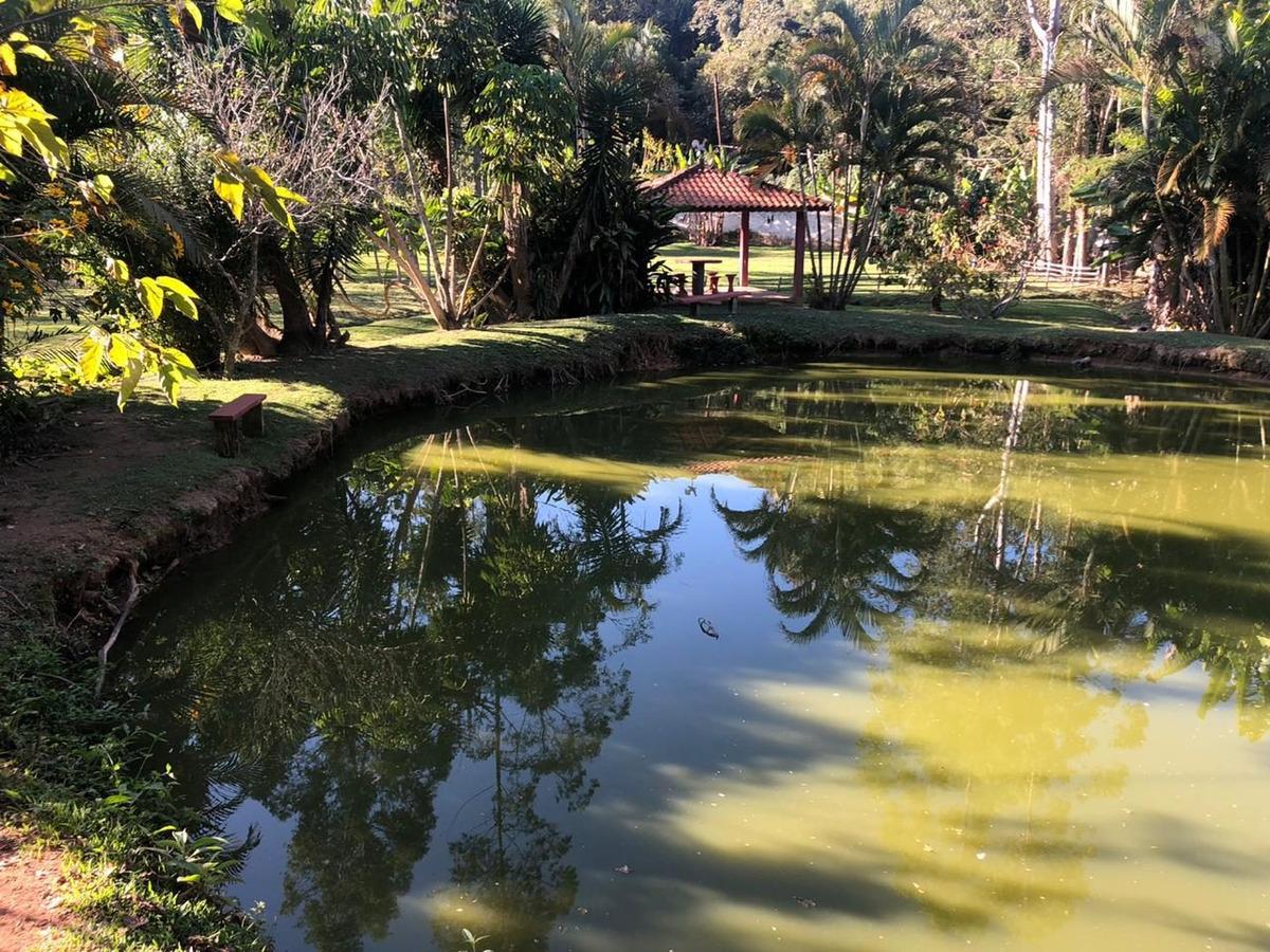 belíssima chácara com lago condominio
