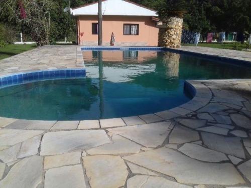 belíssima chácara em itanhaém-sp, possuí piscina e 3 quartos
