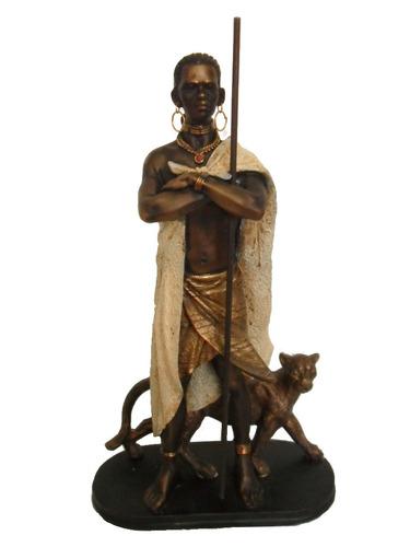 belíssima estatueta africano com felino