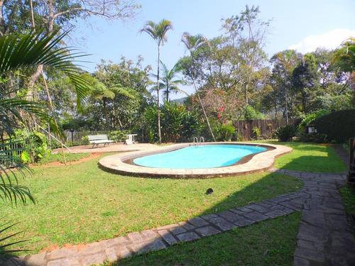 belíssima propriedade, terreno de 9000m², gramado, ajardinados, cercada por exuberante vegetação! - l4724