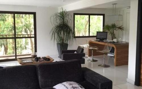 belíssimo apartamento no morumbi, finamente decorado, ambientes arejados, living espaçoso , próximo ao shopping jardim sul !!