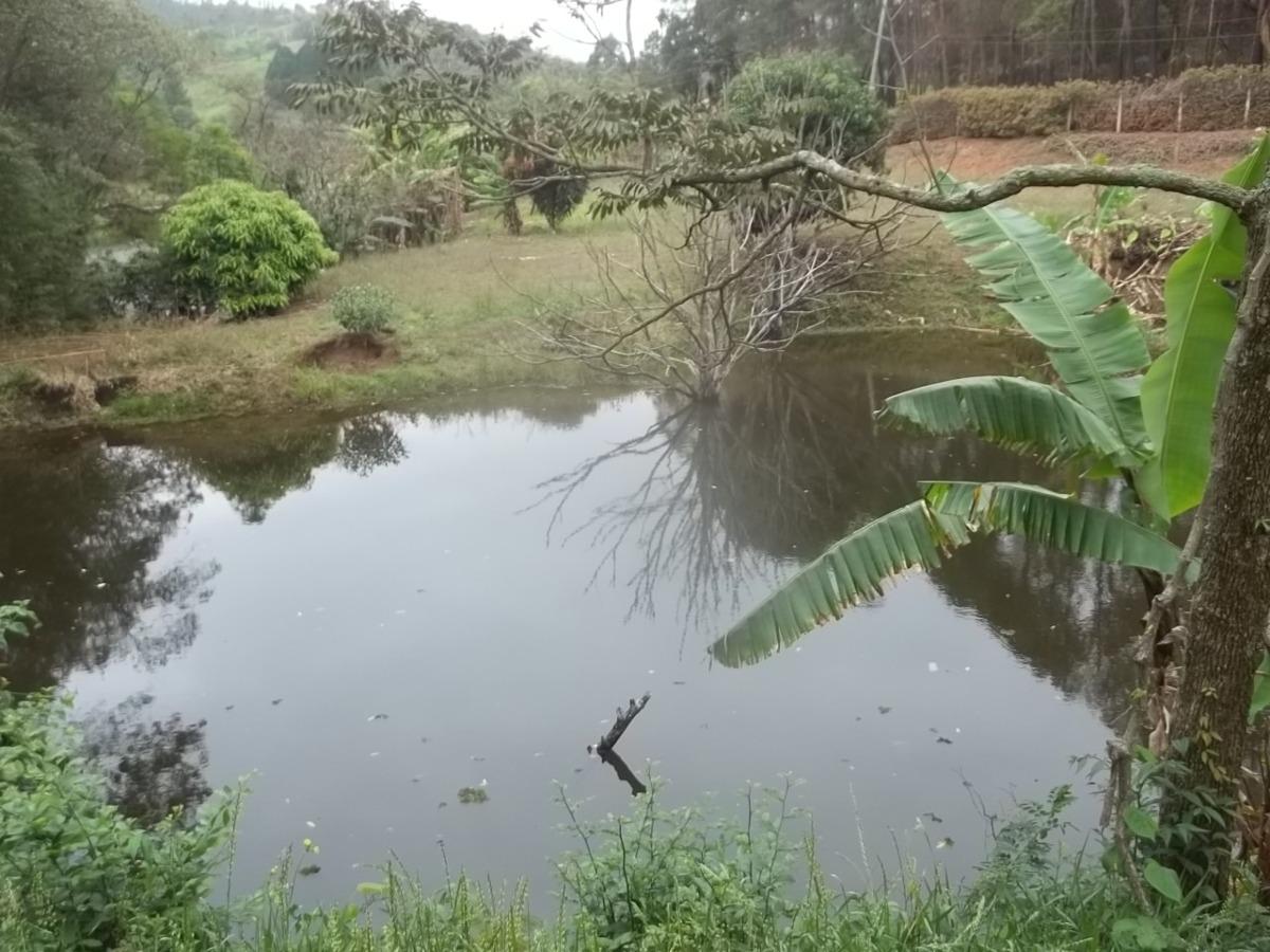 belissimo sítio (água no fundos)