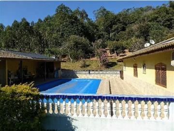 belíssimo sitio em nazare paulista rico em água com lago.