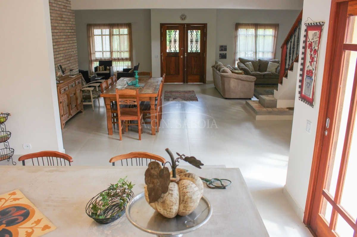 belíssimo sobrado, com arquitetura clássica e charmosa, em condomínio fechado ubatuba. - ca00047 - 32416304