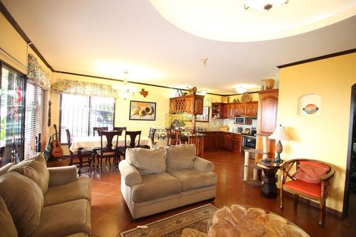 bella casa con vista en venta en el roble (nhp-373)