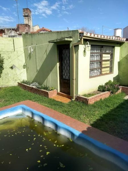 bella casa de tres habitaciones + escritorio en carapachay