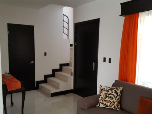 bella casa en condominio! precio rebajado y negociable