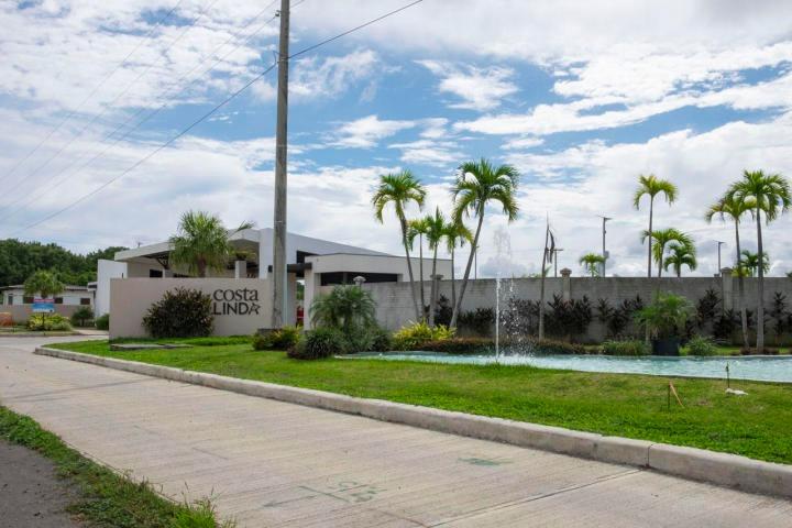 bella casa en venta en costa sur panama cv