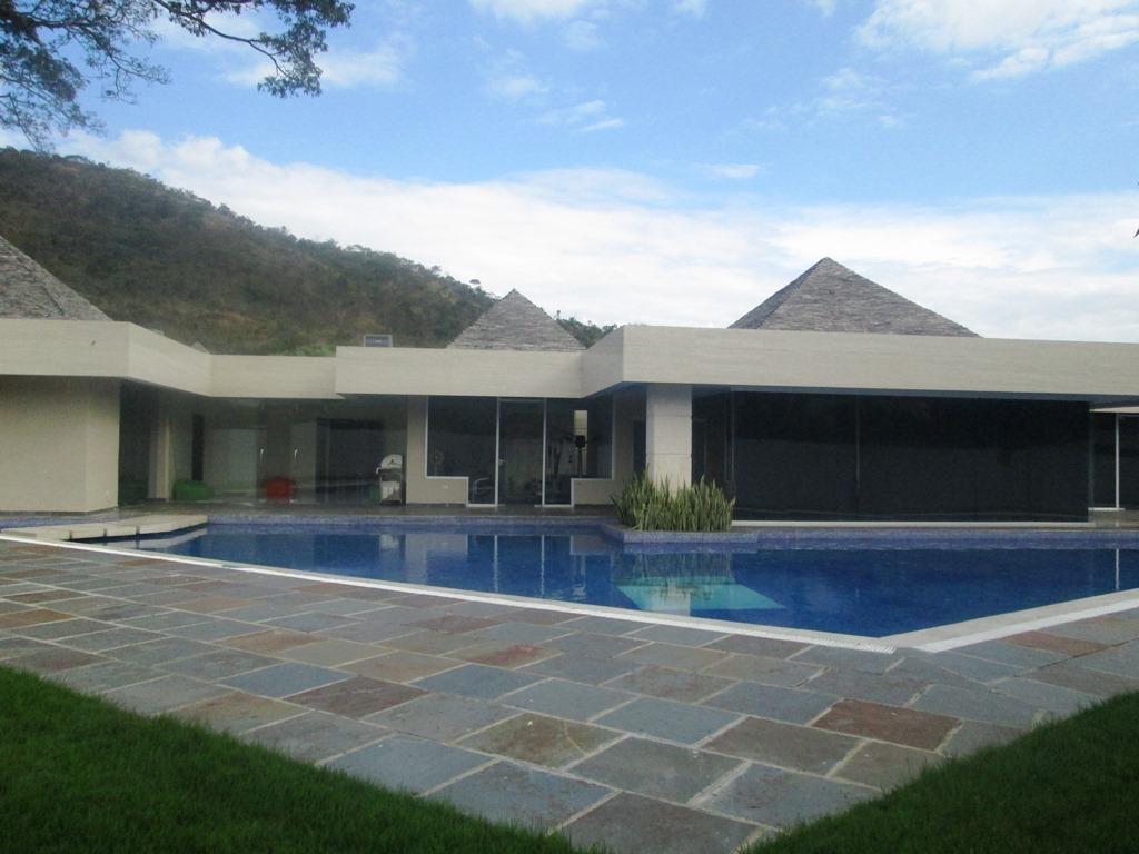 bella casa en venta en guataparo