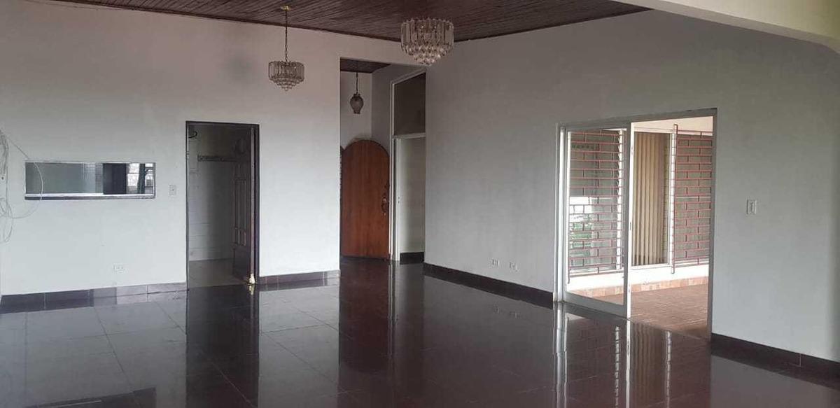 bella casa en venta en pueblo nuevo panama cv