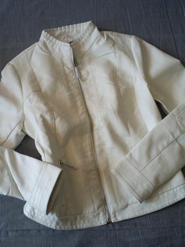 bella chaqueta blanca talla m  nueva  ecocuero. entallada.